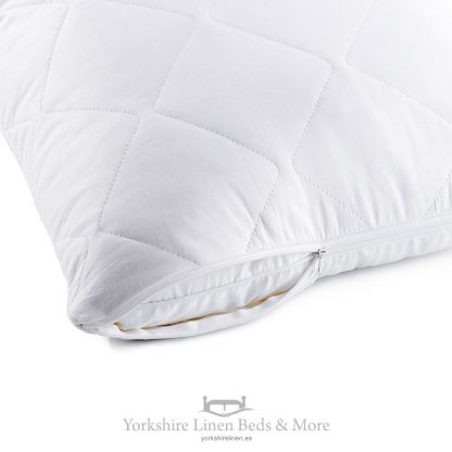Quilted, Zipped Pillow Protector P01