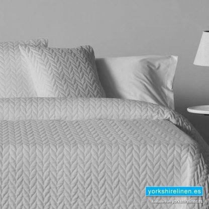 Espiga Grey Bedspread - Bed Linen from Yorkshire Linen Warehouse Spain
