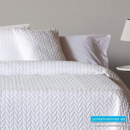 Espiga White Bedspread - Bed Linen from Yorkshire Linen Warehouse Spain