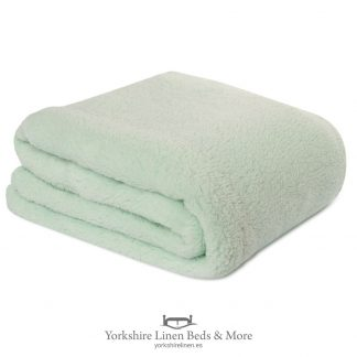 Fluffington Supersoft Fleece Throw Mint Green - Yorkshire Linen Beds & More P01